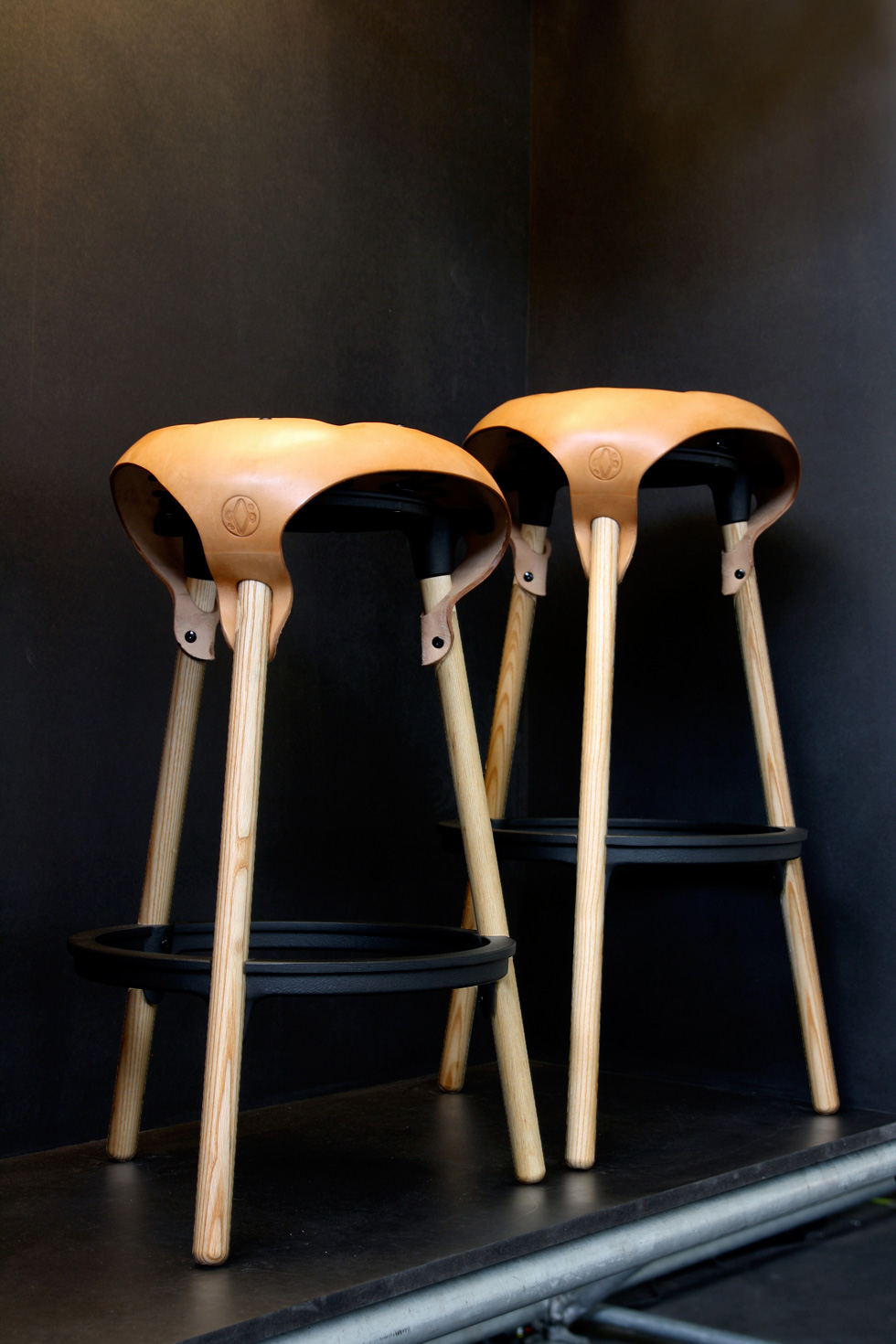 Saddle-Stool-01